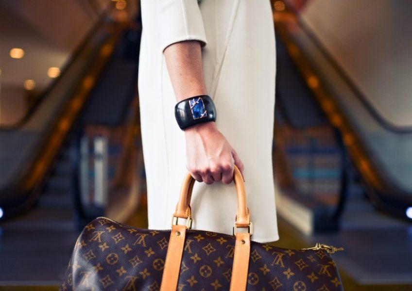 fashion-woman-cute-airport up